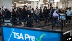 Chính phủ Mỹ đóng cửa làm ảnh hưởng đến các sân bay