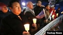 6일 오후 서울 광화문 네거리에서 리퍼트 주한미대사의 쾌유를 비는 촛불집회가 열렸다.