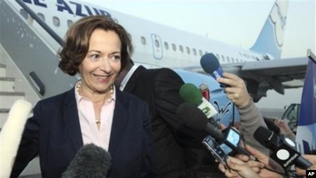 French Minister of Foreign Trade Anne Marie Idrac disembarks from France's Aigle Azur airlines plane in Baghdad, Iraq, 31 Oct 2010