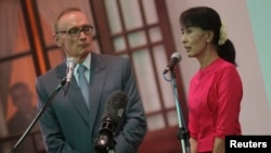 Burmese pro-democracy leader Aung San Suu Kyi after a meeting with Australian Foreign Minister Bob Carr, Yangon June 6, 2012.