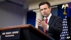 El portavoz de la Casa Blanca, Josh Earnest, dice que EE.UU. está fuertemente comprometido con la seguridad de sus aliados.