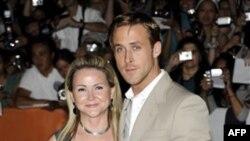 Райан Гослинг со своей мамой, Данной, на международном кинофестивале в Торонто. 9 сентября 2011 г.