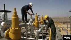 Iran merupakan negara penghasil minyak yang banyak memasok minyak ke Eropa (foto: fasilitas pengeboran minyak di Iran).