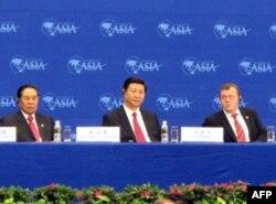 中国国家副主席习近平(中)出席博鳌亚洲论坛