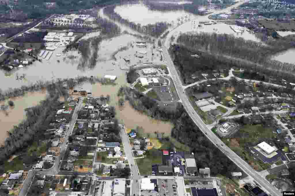 Submerged roads and houses are seen after several days of heavy rain led to deadly and historic flooding, in an aerial view over Union, Missouri, USA, Dec. 29, 2015.
