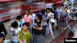 People wait in line to buy moon cakes, a Chinese traditional dish as part of the upcoming Mid-Autumn Festival in Shanghai.