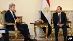 جان کری در دیدار روز چهارشنبه با رئیس جمهوری مصر در قاهره.