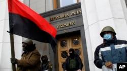 乌克兰反政府抗议人士2月22日控制了首都基辅以及议会大楼