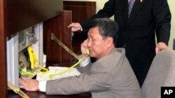Một quan chức Hàn Quốc tìm cách gọi điện trực tiếp cho đối tác Bắc Hàn.