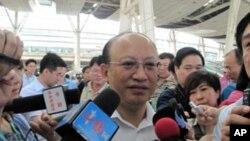 中國鐵道部總工程師﹑中國工程院院士何華武接受媒體採訪否認中國高鐵造假