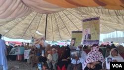 جلسے میں خواتین کی بھی بڑی تعداد شریک تھی جن میں سے کئی کے قریبی عزیز لاپتا ہیں