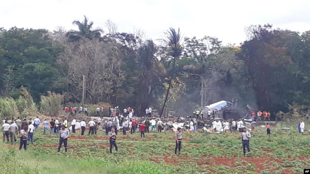 Más de 100 muertos al estrellarse avión en Cuba poco despues de despegar del aeropuerto internacional de La Habana en un vuelo doméstico