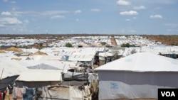 Près de 30,000 citoyens Nuer dans un camp des Nations unies à Juba, Soudan du Sud, le 15 avril 2016. (VOA/J. Patinkin)