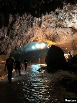 Tam Luanq mağarası