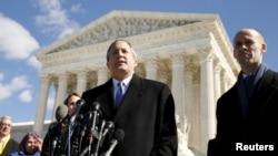 Tổng chưởng lý bang Texas Ken Paxton dẫn đầu sáu bang khác của Mỹ đệ đơn kiện chính quyền Trump nhằm chấm dứt một chương trình bảo vệ di dân được khởi xướng bởi cựu Tổng thống Đảng Dân chủ Barack Obama.