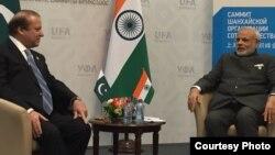 Премьер-министр Пакистана Наваз Шариф и премьер-министр Индии Нарендрa Моди. Уфа. Россия. 10 июля 2015 г.