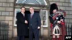 Phó Thủ tướng Trung Quốc Lý Khắc Cường bắt tay Thủ hiến Alex Salmond ở Edinburgh, Scotland, 09/01/2011