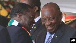 FILE: UMongameli Cyril Ramaphosa loMongameli Emmerson Mnangagwa