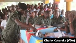 Lors du procès des rebelles présumés ADF, à Beni, RDC, le 24 août 2016. (VOA/Charly Kasereka)