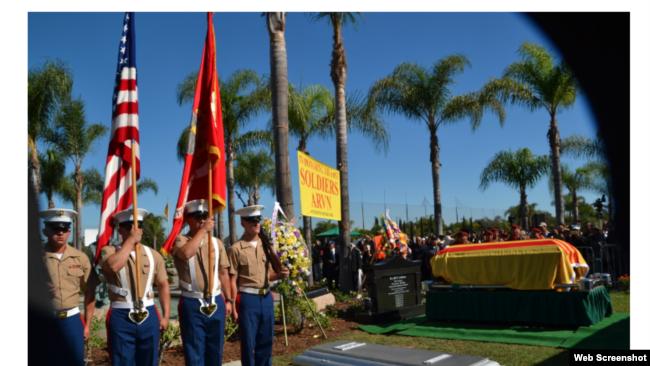 Chiến sĩ Thủy quân Lục chiến Hoa Kỳ cử hành lễ an táng 81 chiến sĩ VNCH, ngày 26/05/2019. Photo Viễn Đông Daily.