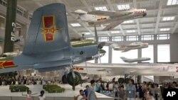 资料照 中国军事博物馆展出的军机