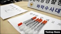 지난 2011년 12월 한국 경찰이 압수한 북한산 필로폰과 주사기. (자료사진)
