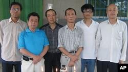 左起:张鉴康、马育忠、安保林、姜闰生、孙亚平、马晓明