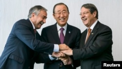 U.N. Secretary-General Ban Ki-moon (C) pose for photographers with Turkish Cypriot leader Mustafa Akinci (L) and Cypriot President Nicos Anastasiades during the Cyprus reunification talks in the Swiss mountain resort of Mont Pelerin, Switzerland, Nov. 7, 2016.