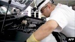 Hình ảnh trong đoạn quảng cáo của Toyota về việc thâu hồi xe tại Hoa Kỳ