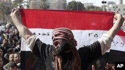 在首都開羅國防部外的抗議人士。