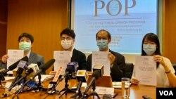 香港民意研究所8月21日召开记者会,公布首个有关现届全体立法会议员应否继续留任的民意调查,结果显示支持及反对留任的受访者都没有过半,出现意见分歧的局面。 (美国之音/汤惠芸)