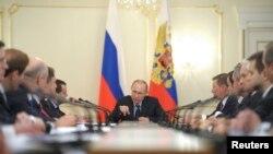 俄罗斯总统普京3月5日在莫斯科郊外主持一个政府会议
