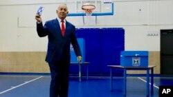 Los comicios en Israel se han convertido en un referéndum para Benjamin Netanyahu y sus 13 años en el poder, cuando las cuestiones existenciales que enfrenta el país apenas se han discutido en campaña.