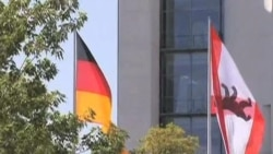 German Growth Offers Lifeline for Euro