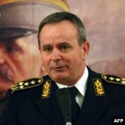 Načelnik Generalštaba Miloje Miletić na izložbi u Domu Vojske Srbije