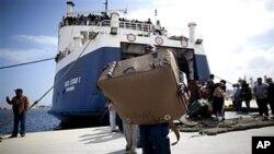 NATO e União Europeia prometem ajudar barcos com imigrantes que deixam a Líbia