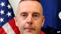 chuẩn tướng Jeffrey A. Sinclair.