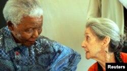 Nhà văn Nadine Gordimer và ông Nelson Mandela, 2 nhân vật chống chủ nghĩa apartheid