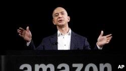 2012年9月6日亚马逊创办人杰弗里•贝索斯在加州的一个产品演示会上