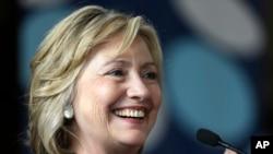 """Hillary Clinton menyerukan perlawanan terhadap apa yang ia sebut """"serangan atas hak-hak memilih."""" (Foto: Dok)"""