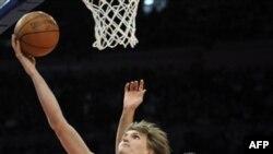 Андрей Кириленко (номер 47) в чемпионате НБА. 7 марта 2011 г.