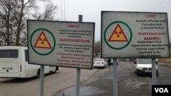 Lối vào khu vực Chernobyl bị hạn chế từ phía Ukraine, không ai được phép sống trong phạm vi 30km của lò phản ứng hạt nhân. (Ảnh: Arash Arabasadi / VOA).