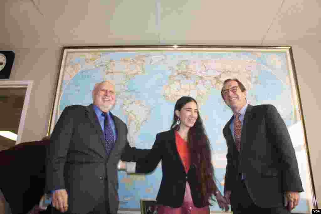 Yoani Sánchez agradeció el recibimiento realizado por Dick Lobo, director de IBB y David Ensor, director de la Voz de América.