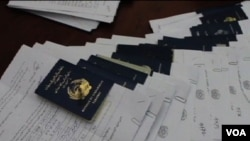 عبدالصمد افغان جنرال قنسول جدید افغانستان در امارات متحده وعده سپرده است تا هرچه زودتر به مشکل توزیع پاسپورت ها رسیدگی کند