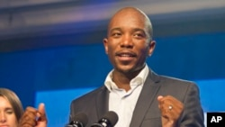 Newly-elected Democratic Alliance (DA) party leader Mmusi Maimane, delivers his victory speech May 10, 2015, in Port Elizabeth, South Africa.