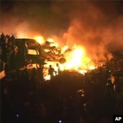 طیارہ گرنے کے بعد فضا میں بلند ہوتے ہوئے شعلے