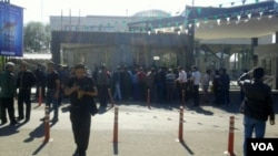 Steel workers angered by nonpayment of wages protest outside a government building in Qazvin, Iran on April 25, 2018. (social media/VOA)