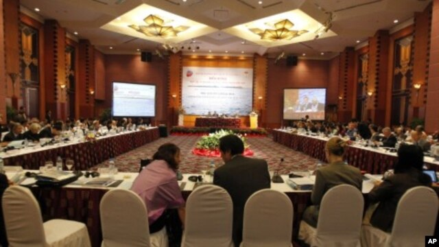 A general view of the third international workshop on the South China Sea, Hanoi, November 4, 2011.