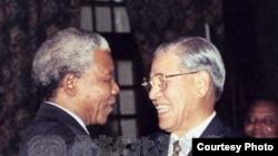 李登辉在1995年在南非会晤曼德拉(中华民国国家文化资料库)