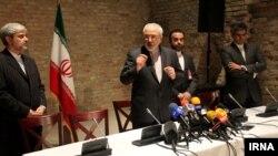 Ngoại trưởng Iran Mohammad Javad Zarif tại cuộc đàm phán ở Vienne